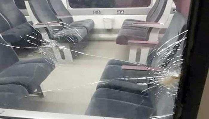 """النقل المصرية: القطار الذي يتم رشقه بالحجارة في محطة """"لن يتوقف فيها"""""""