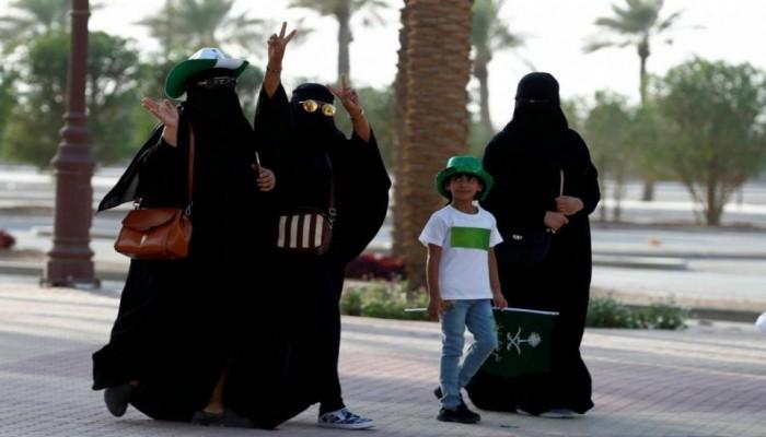 معلمات يدرسن للذكور بالسعودية للمرة الأولى