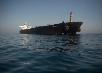 أمريكا تتوعد من يساعد الناقلة الإيرانية بالعقوبات