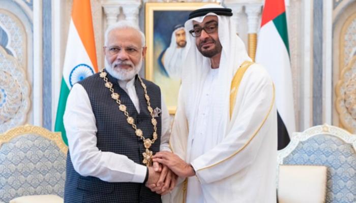 بن زايد يقلد رئيس وزراء الهند أعلى وسام بالإمارات