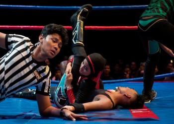 الماليزية نور.. أول بطلة مصارعة محجبة في العالم