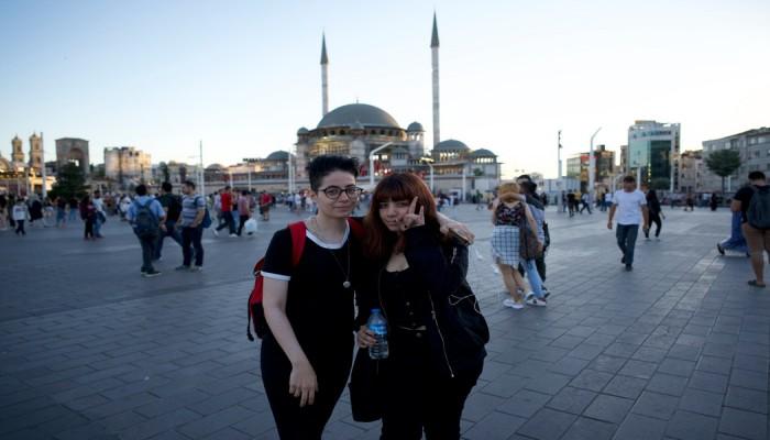 كيف هربت الشقيقتان السعوديتان دعاء ودلال من عائلتهما في إسطنبول؟