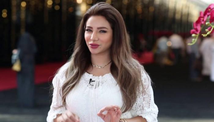 الإعلامية السعودية لجين عمران تطالب بشاطئ نسائي في المملكة