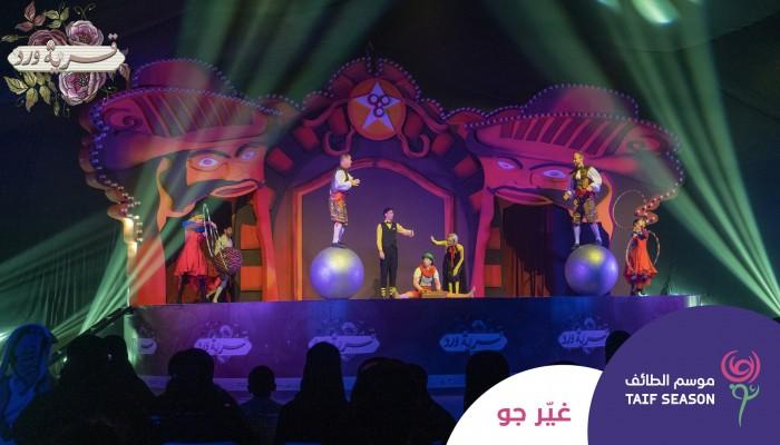 سعوديون يرفضون الرقص والاختلاط في موسم الطائف