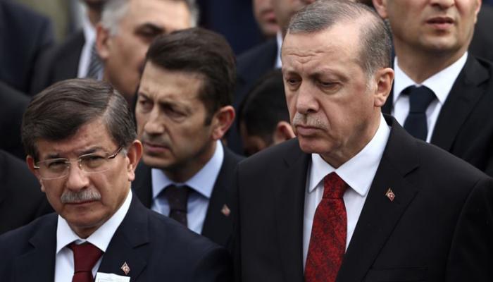 العدالة والتنمية التركي يجهز لفصل أحمد داود أوغلو وآخرين