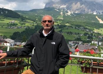 أكاديمي إماراتي يتهم عُمان ضمنيا بتسهيل أعمال إيرانية