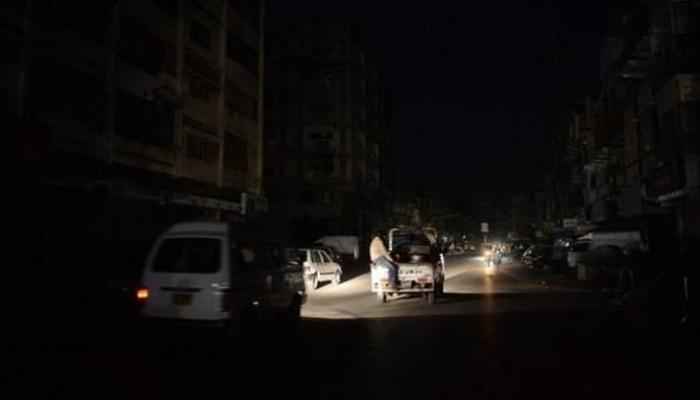 سقطرى اليمنية بلا كهرباء منذ 4 أيام بسبب نفاد الوقود
