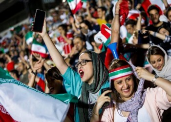 إيران تسمح للنساء بحضور المباريات عقب وفاة مشجعة حرقا