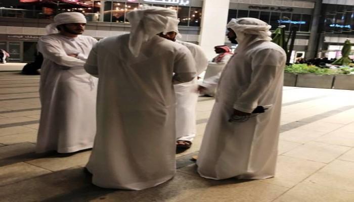 """بعض مولات الرياض تمنع دخول """"العزاب"""""""