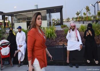دون عباءة أو حجاب.. سعوديات يتحدين العرف السائد بفيديو لبن سلمان
