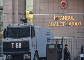 محكمة تركية تطلق سراح 5 صحفيين معارضين