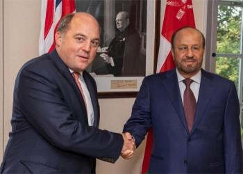 وزير الدفاع العماني يبحث مع نظيره البريطاني التعاون العسكري