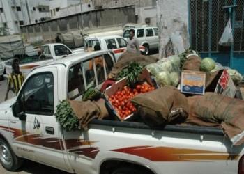 """""""يا مجنونة يا بنت المجنونة"""".. فيديو لمجند مصري يبيع الطماطم"""