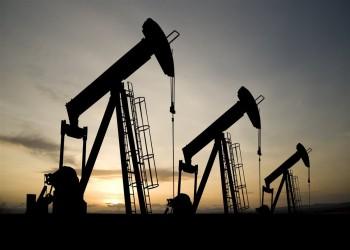 النفط يرتفع بعد أسبوع مضطرب وسط تطمينات سعودية