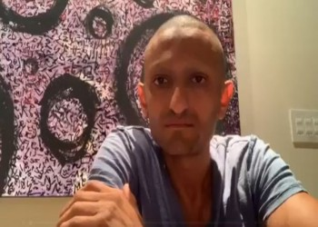 """وائل غنيم: اعتقلوا شقيقي بمصر بعد تهديدي بـ""""السكوت.. وإلا"""""""
