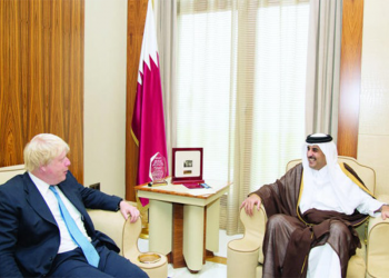 أمير قطر يصل إلى لندن في زيارة عمل يلتقى خلالها جونسون