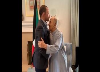 الغانم يزور أمير الكويت بمستشفاه ويؤكد: صحته جيدة