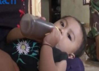 أسرة إندونيسية ترضع طفلتها 1.5 لتر قهوة يوميا
