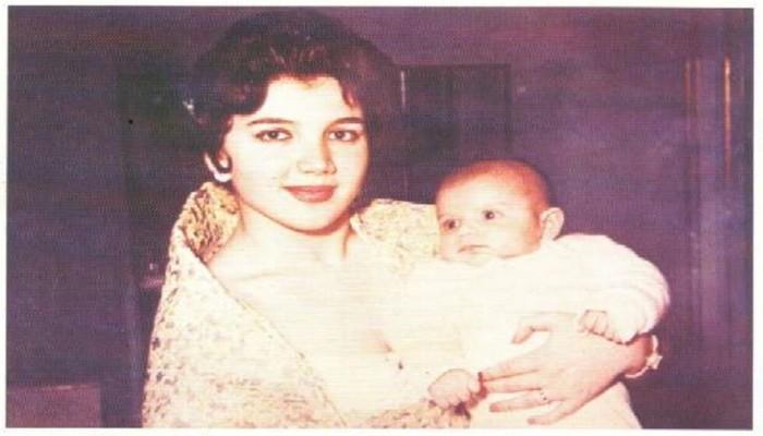 شاهد.. الوليد بن طلال مع والدته منى الصلح