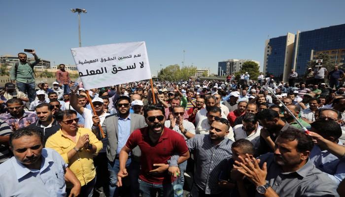معلمو الأردن يواصلون إضرابهم ويحملون الحكومة المسؤولية