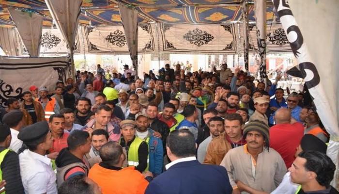 السلطات المصرية تطلق سراح عمال تظاهروا لزيادة رواتبهم