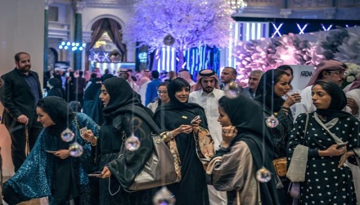 السعودية تفتح أبوابها للسياح ولا تشترط العباءة