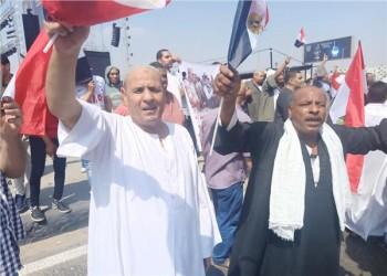 """المئات أمام المنصة لتأييد السيسي في مواجهة """"الخلاص"""""""