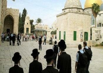 مستوطنون يقتحمون الأقصى بحماية الشرطة الإسرائيلية