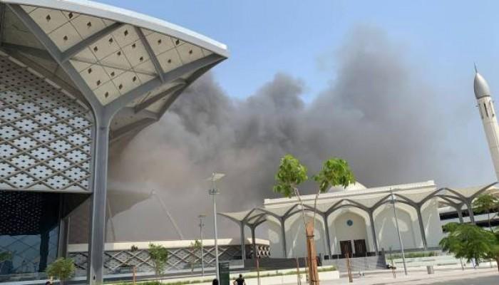 حريق ضخم يلتهم محطة لقطار الحرمين في جدة (فيديو)