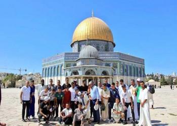 لاعبو الرجاء المغربي بعد الصلاة بالمسجد الأقصى: أهم من التأهل