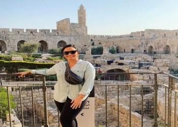 مغنية أمريكية تعتذر عن زيارتها لإسرائيل