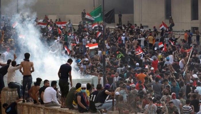احتجاجات العراق.. أعداد القتلى ترتفع والاضطرابات تمتد لمدينة الصدر