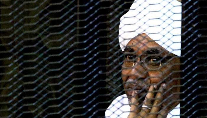 القضاء السوداني يبحث إمكانية تسليم البشير للمحكمة الدولية