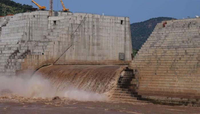نقيب الزراعيين المصريين يكشف مخاطر سد النهضة