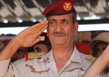 قائد بالجيش اليمني يلتقي ضباطا إماراتيين سرا.. واتهامات بالتمرد