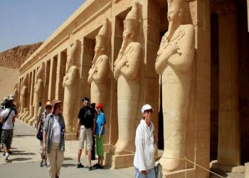 ضبط سائحتين صورتا مقاطع إباحية بمواقع أثرية مصرية