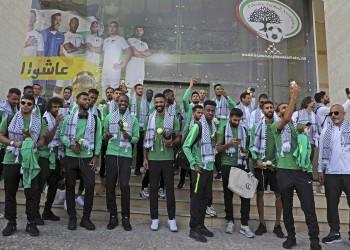 وفد من المنتخب السعودي يزور المسجد الأقصى (فيديو)