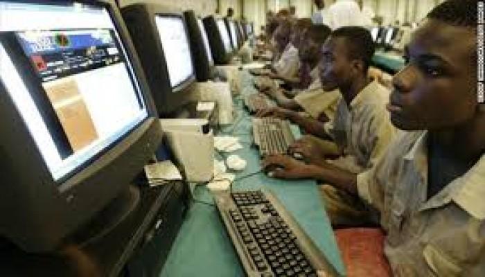ياهو ياهو.. هكذا أصبح محتالو الإنترنت مصدر إلهام الشباب بنيجيريا