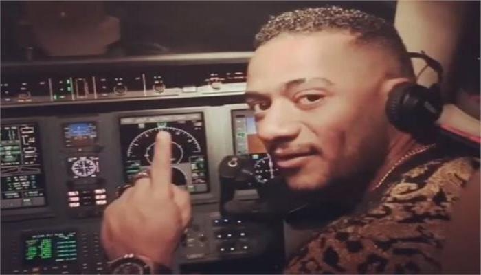 مصر توقف طيارا ومساعده سمحا بالقيادة لمحمد رمضان
