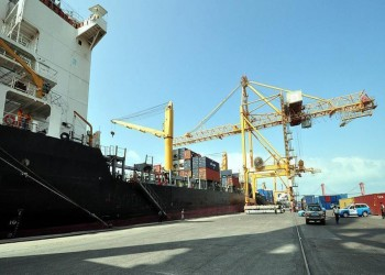 الحكومة اليمنية تسمح بدخول 10 سفن تحمل نفطا إلى الحديدة