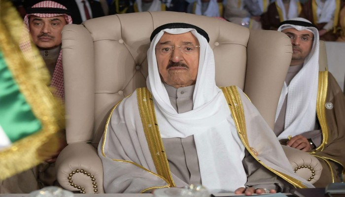 إخوان الكويت يهنئون أميرها بعودته للبلاد بعد متاعبه الصحية