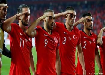 لاعب فرنسي مغربي يؤدي التحية العسكرية تضامنا مع المنتخب التركي