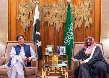 هل ينجح خان في جمع السعوديين والإيرانيين على طاولة واحدة؟