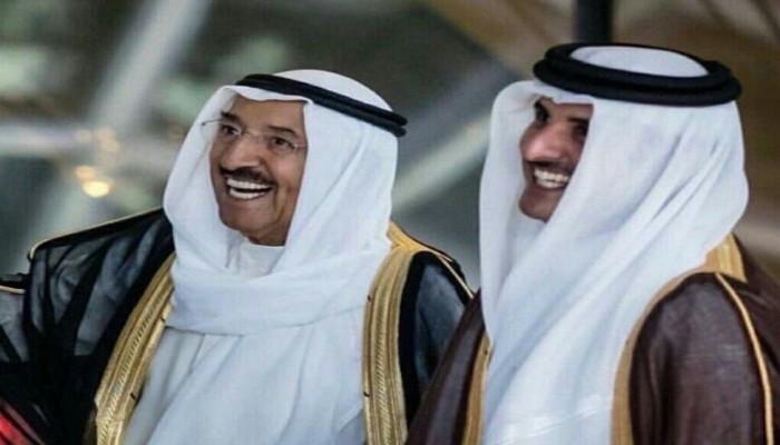 أمير قطر يهنئ أمير الكويت على عودته لبلاده