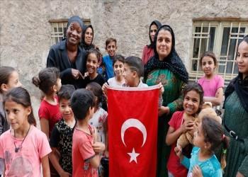 لدعم نبع السلام.. المغنية الأمريكية ديلا مايلز تزور مدينة حدودية تركية