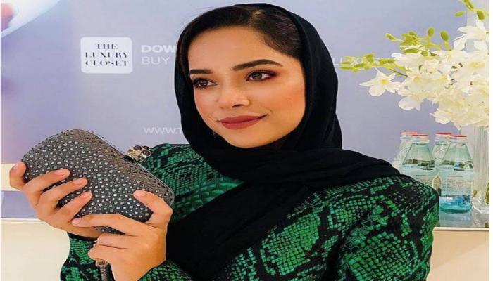 الإماراتية مشاعل الشحي تخلع حجابها رسميا