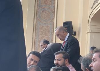 صورة أردوغان يصلي في الصفوف الأخيرة تثير تفاعل مغردين