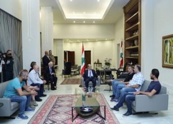 الرئيس اللبناني يجتمع بوفد من المحتجين داخل قصره.. بماذا وعدهم؟