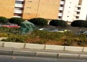 تحطيم تمثال الشيخ زايد أمام السفارة الإماراتية بلبنان (فيديو)