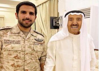 بعد وعكته الصحية.. صورة جديدة لأمير الكويت مع حفيده